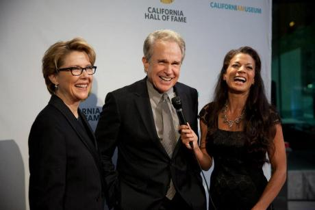 Annette Bening and inductee Warren Beatty with 7th Annual California Hall of Fame show host Dina Eastwood. Photo by Robert Durell. © The California Museum.