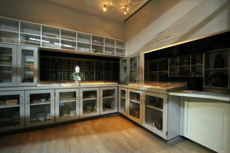 Dr. Yee's Herbal Shop explores the story of California's Chinese Americans. © 2015 California Museum. All rights reserved.