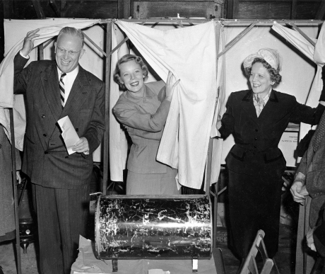 Warren family voting in 1950 election. Courtesy of California State Archives.